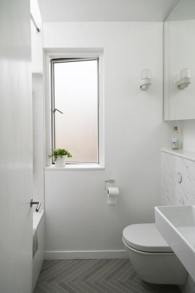 160509-BathroomFromDoor