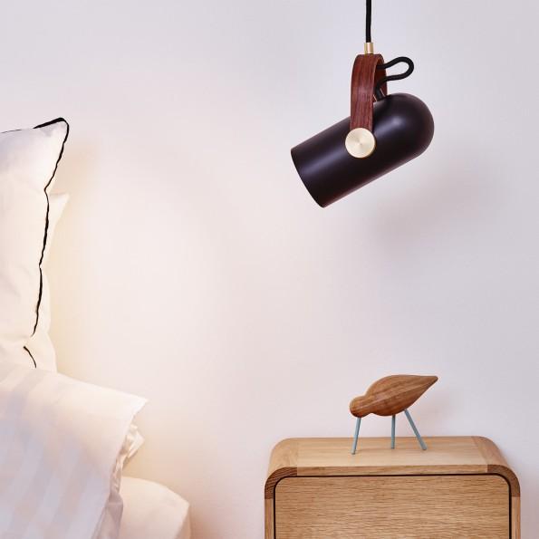 le-klint-carronade-pendelleuchten-schlafzimmer-schwarz-ambiente