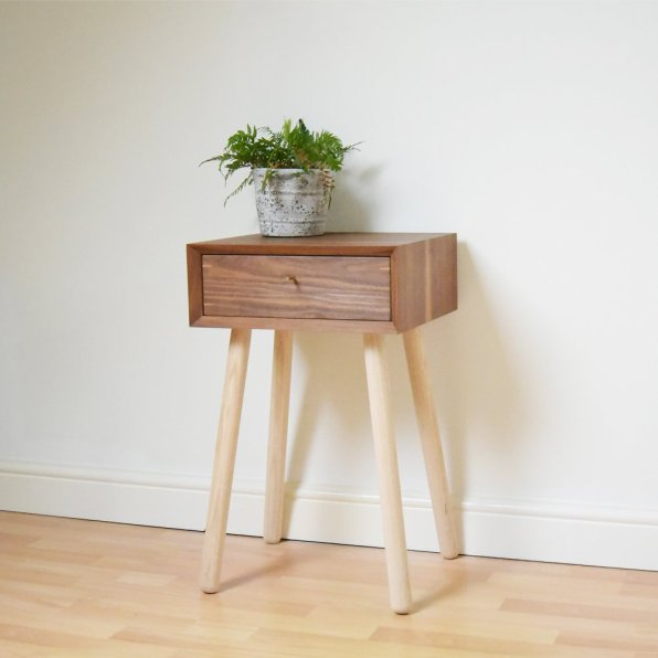 170529-bed_side_tabble_walnut_walnut_drawer_standing_1