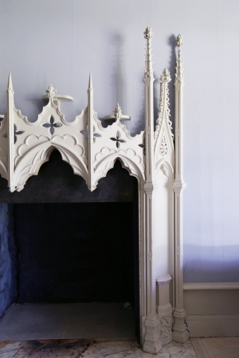 170725-StrawberryHillHouse-OriginalMainHall-FirePlace